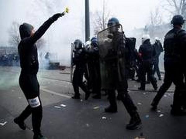 Almost 100 Police Officers injured during Saturday protests in France