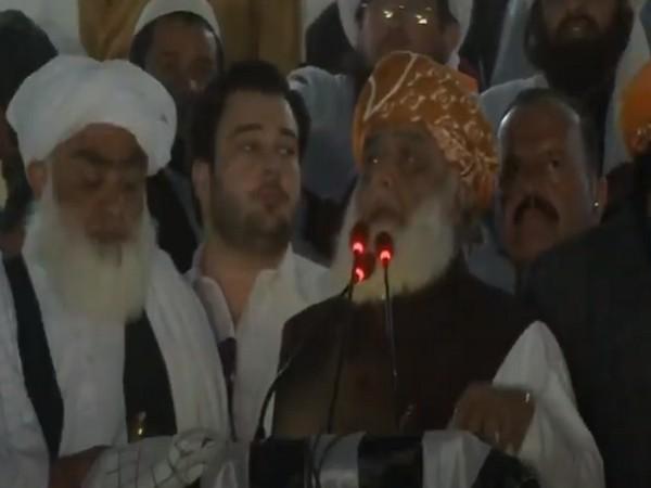 No one should dare to occupy Sindh, Balochistan provinces: Fazlur Rehman