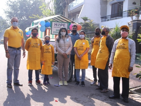 Dr. Meena Mahajan led Siddhi Foundation distributes food to poor people only in Rs. 5