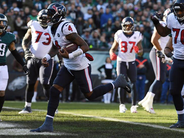 Philadelphia Eagles keep playoff hopes alive with last-second win over Houston Texans
