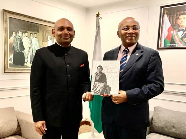 Indian Ambassador Abhay Kumar on Monday met Foreign Minister of Madagascar Tehindrazanarivelo Djacoba Liva. Photo/ANI