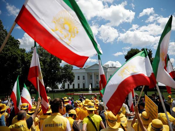 US vows 'major' new sanctions against Iran