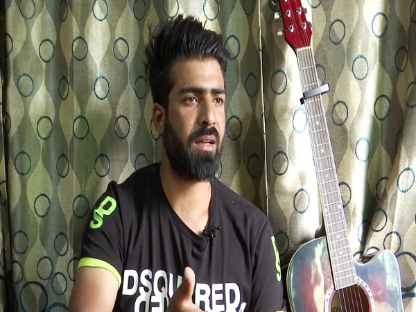 I want Kashmiri language to reach Bollywood, says singer Ishfaq Kawa