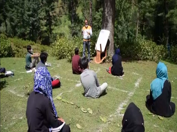 Open-air community classes in J-K's Yusmarg to compensate academic loss faced by students amid COVID-19