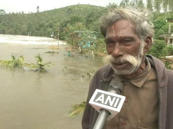 Kerala floods: Victim breaks down after seeing his damanged house