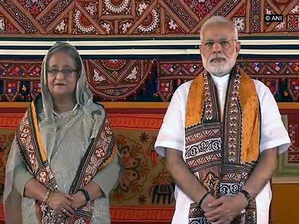 Prime Minister Narendra Modi (R) and Bangladesh counterpart Sheikh Hasina (L)
