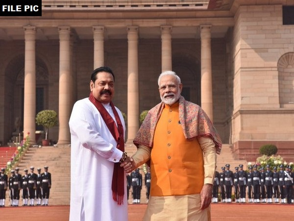 Prime Minister Narendra Modi and his Sri Lankan counterpart Mahinda Rajapaksa. (File photo)
