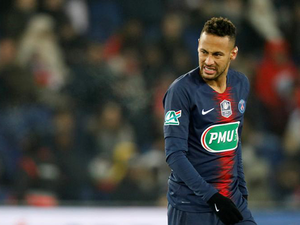 Neymar in tears after suffering foot injury during PSG cup clash