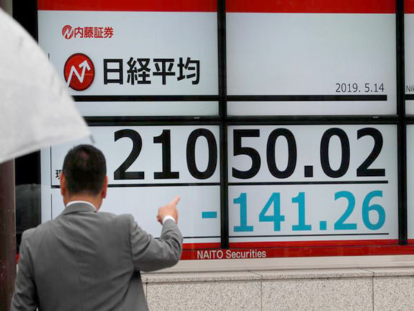 Nikkei ends lower on escalating trade spat