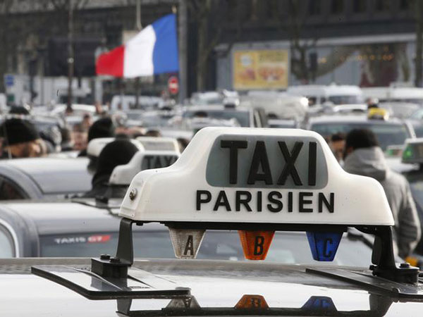 Paris airport brings in new taxi scheme after Thai couple charged €247 fare