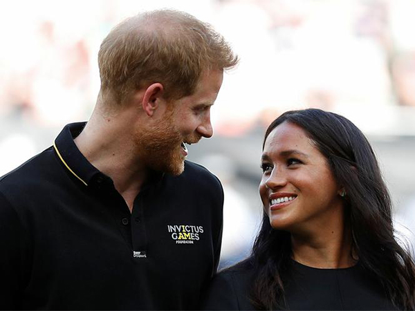 Prince Harry appears to 'ignore' Meghan Markle during MLB game in London