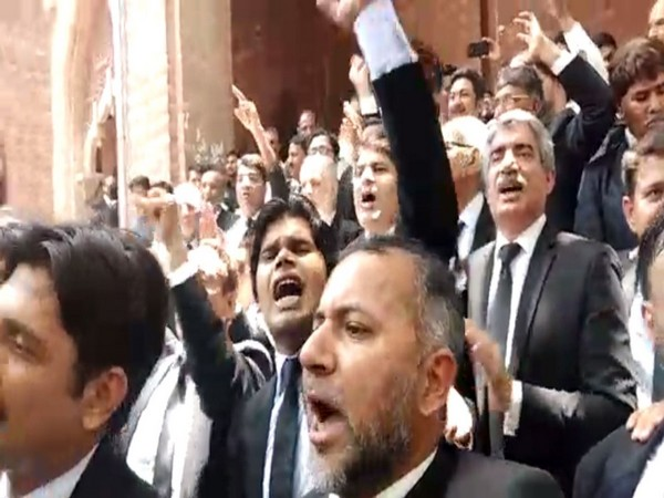 Pakistani lawyers protesting case against top judge.