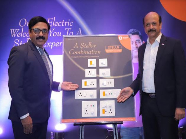 L-R: Puneet Dhawan, Exec. VP, Orient Electric and Rakesh Khanna, MD & CEO