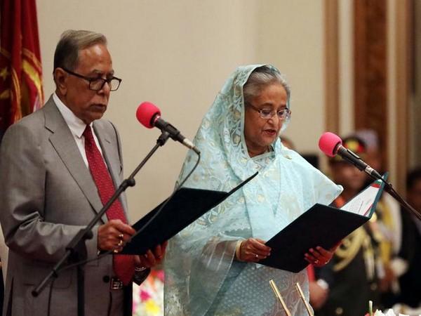 Bangladesh President Abdul Hamid (L) and Prime Minister Sheikh Hasina