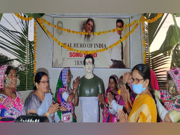 Sonu Sood receives tribute with a song by TeluguStop