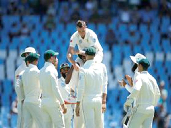 Steyn breaks record, South Africa edges 1st day vs. Pakistan
