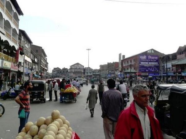 People in Kashmir suffering due to mistrust between local politicians, public