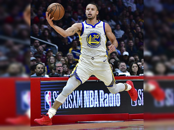 Warriors' Stephen Curry reveals why he slipped on his embarrassing dunk attempt vs. the Lakers