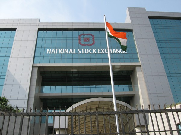 Equity indices close in the green, Cipla gains 9.5 pc