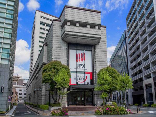 Tokyo stocks down after Trump's tariff threat
