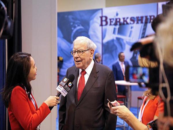 Warren Buffett opens Berkshire Hathaway succession lock box in Omaha