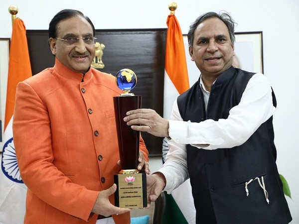 Dr Nishank dedicated the award to the youth of India who are engaged with dedication to once again make India, the world leader.