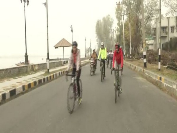 DG BSF flags off special cycle expedition from Kashmir to Kanyakumari