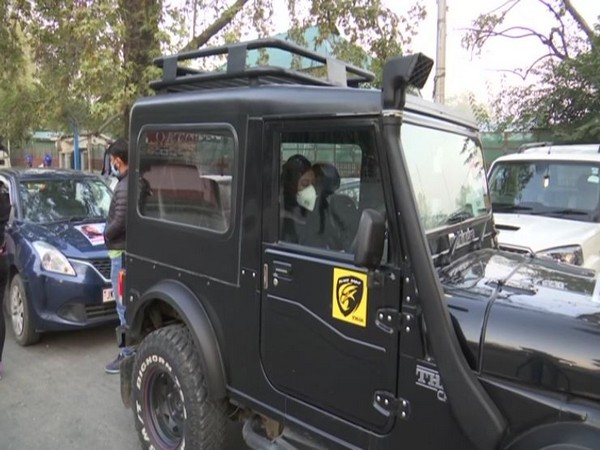 Why can't we drive?: In a first, car rally held in Kashmir to encourage female drivers