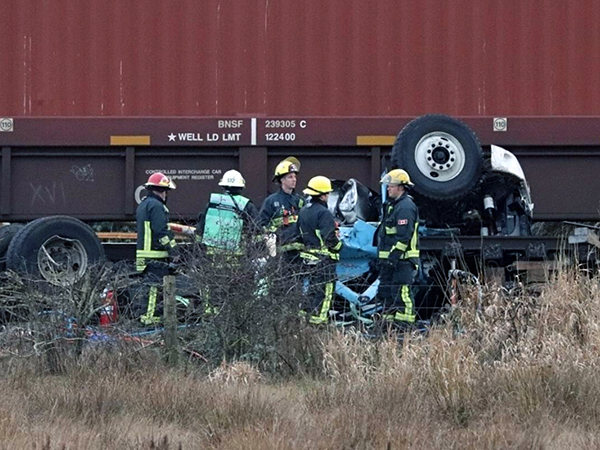 Police say Vancouver man dies following collision between his truck and train