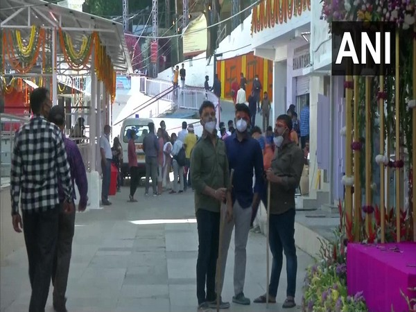 Devotees flock Shri Mata Vaishno Devi Shrine in Katra (Photo/ANI)