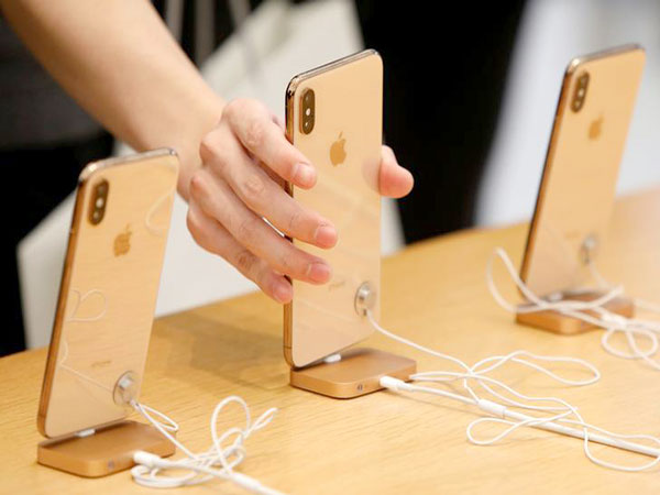 Higher tariffs to hit Apple's iPhone sales