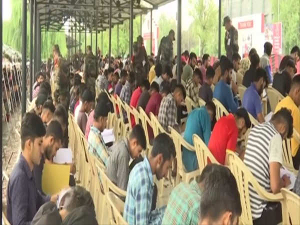 Kashmiri youth take army recruitment test, urge others to contribute to country