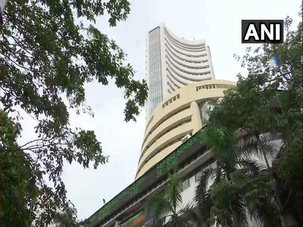 Equity indices open in the red, Sensex dips by 371 points