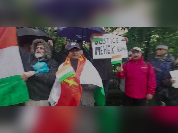 Members of Indian community in UK held a protest outside Pakistan High Commission in London