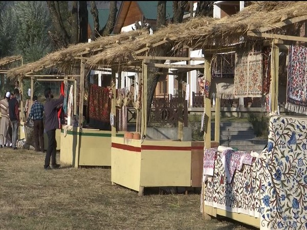Handicraft stalls at the Autumn Festival in Pahalgam. (Photo/ANI)