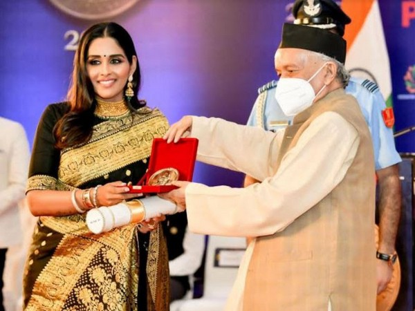 Nail Tycoon, Dr Leena S. gets Champions of Change Award