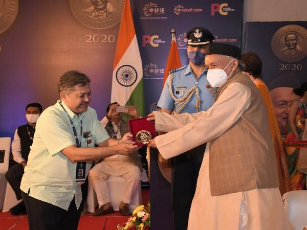 Author Sabarna Roy gets Champions of Change Award