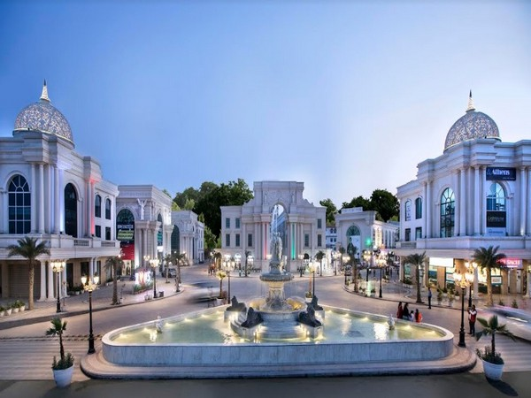 Shoppers make beeline for Omaxe World Street in Faridabad