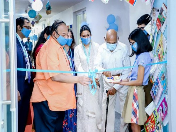 Kingshuk Nag, Principal Baljeet Oberoi and  Shomie Das inaugurating the library