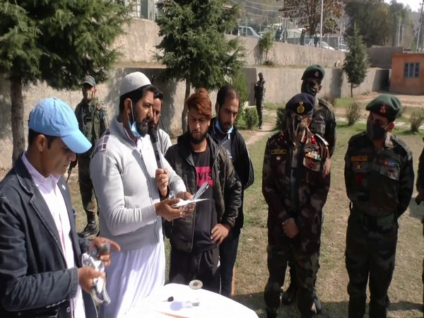 Bilal War, the judge of the competition, with Indian Army personnel at the event. (Photo/ANI)