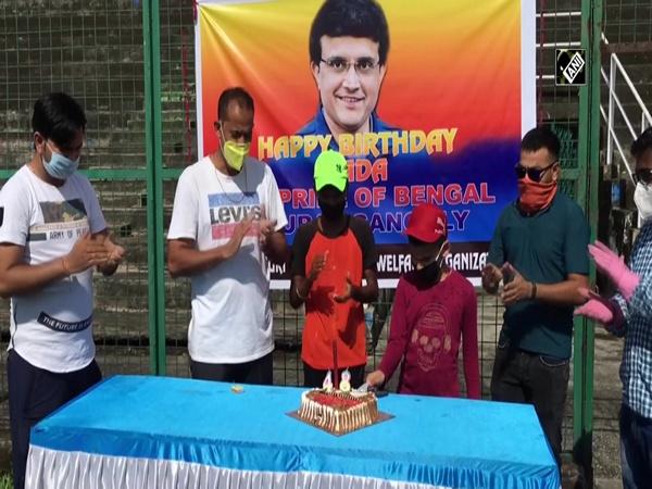 Fans celebrate 'Bengal Tiger' Sourav Ganguly's birthday in Siliguri