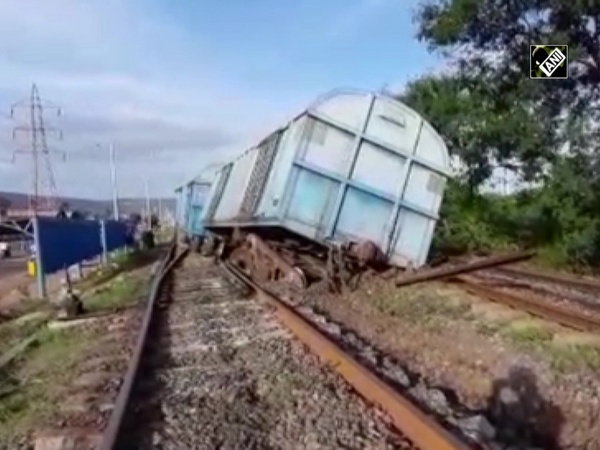 4 wagons of goods train derailed in Visakhapatnam