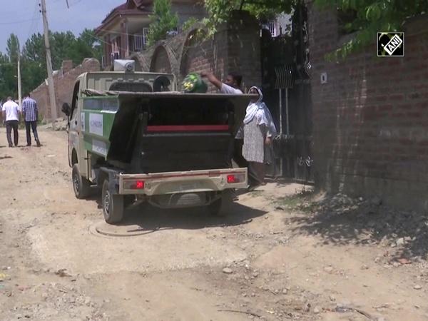 Municipal Council starts door to door waste collection initiative in JandK's Budgam