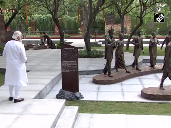 PM Modi inaugurates Rashtriya Swachhata Kendra at Raj Ghat