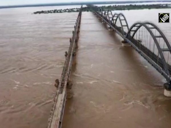 Watch: Water level receding at Dowleswaram Barrage in East Godavari district