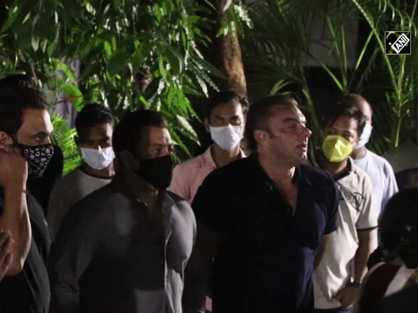 Salman Khan, other celebs gather at Sohail Khan's house for Ganesh visarjan
