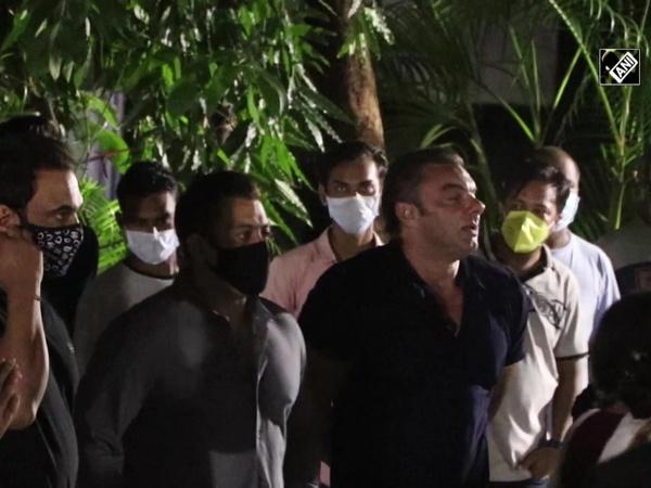 Salman Khan, other celebs gather at Sohail Khan's house for Ganesh visarjan