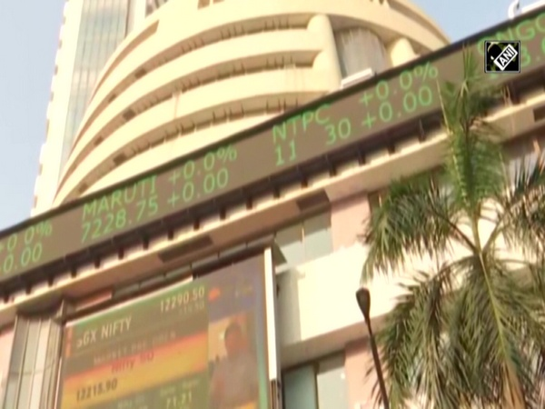 Opening bell: Equity indices trade higher, IT stocks shine