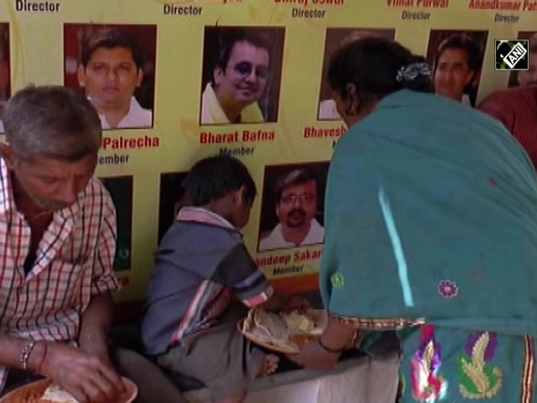 Inter-religious group in Odisha feeding mentally challenged poor people