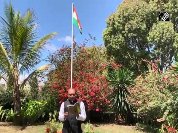 Indian diplomat recites poems on Hindi Diwas